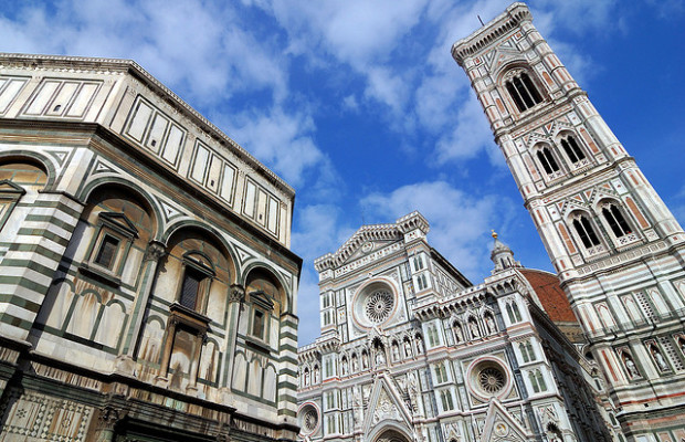 Imagine the Age of the Renaissance when art was very much alive and flourishing. Even if this age is in the past, it can still be re-lived when you walk down the alleyways and cobblestone streets of the elegant city of Firenze in Italy's famous Tuscany region. Once a great...