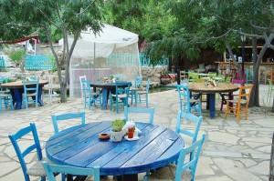 800px-Sirena_bay_beach_tavern_and_lounge_bar_in_Protaras_Paralimni_Republic_of_Cyprus