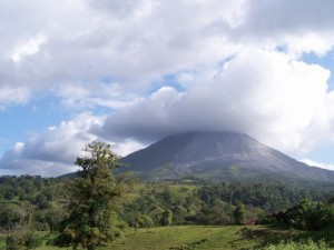 Arenal_volcano_2007